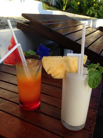 Lamai Bay View Resort : Coktails en bord de piscine