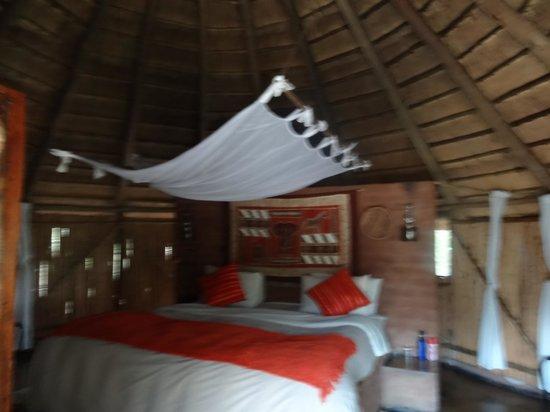 Umlani Bushcamp: Rondavel
