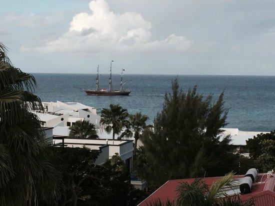 Simpson Bay Resort & Marina: ship