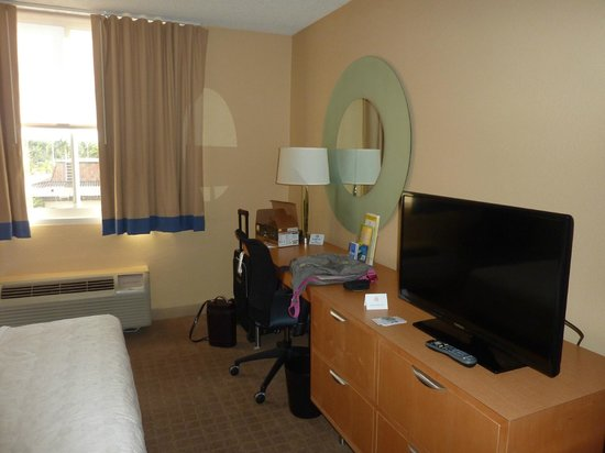 La Quinta Inn & Suites Naples Downtown: habitacion-naples