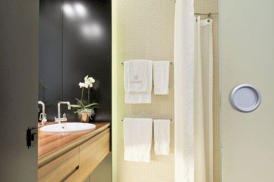 Limmathof Baden Hotel & Spa: Standard Bathroom