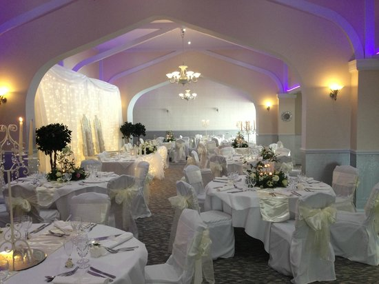 Garden room wedding picture of best western oaklands for Best garden rooms