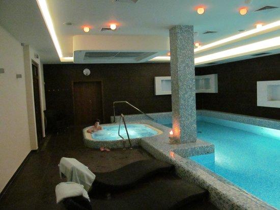 Wellness & Spa Hotel Augustiniansky dum: swimming pool & whirlpool