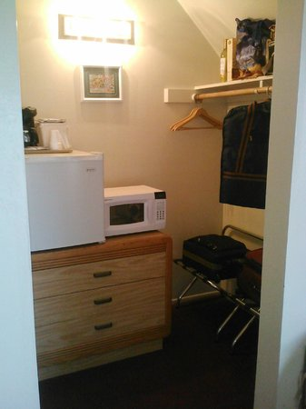 Svendsgaard's Lodge - Americas Best Value Inn: Fridge/micro/coffeemaker