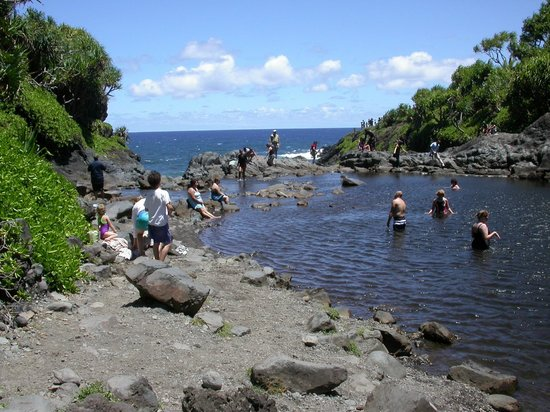 Ohe'o Gulch: FIrst pool looking at ocean view #2