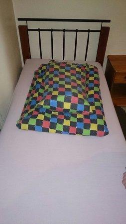 East Midlands (EM) Guesthouse: Lovely clean bed :-)