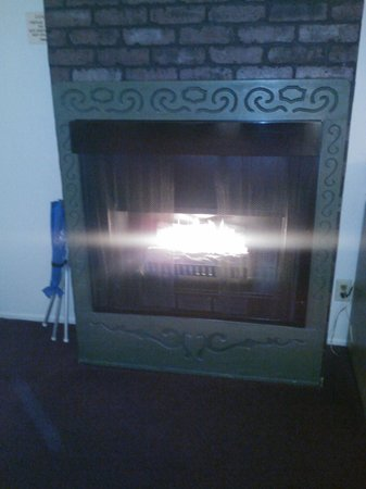 Svendsgaard's Lodge - Americas Best Value Inn : Fireplace