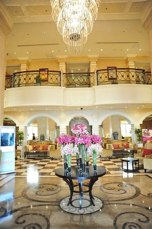 Crowne Plaza Al Khobar: Hotel Lobby Upper View