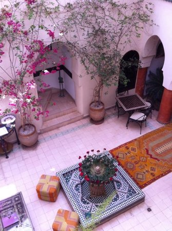 Riad Maison Belbaraka: Patio central