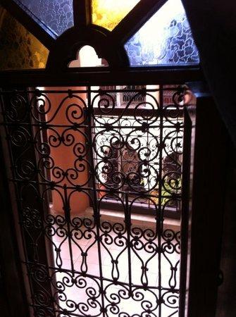 Riad Maison Belbaraka: Ventana de nuestra habitación