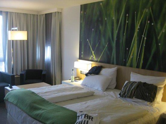 NH Berlin City West: Zimmer