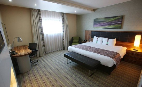 Holiday Inn Reading - M4, Jct 10: Standard Room with Queen Size Bed