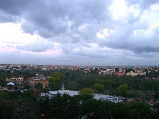 Quality Hotel Rouge et Noir Roma: Вид с балкона