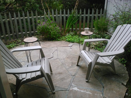 Sea Otter Inn: Our patio