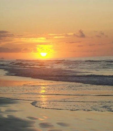 Avista Resort: Beautiful sunrises on wide beach