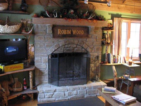 Robinwood Inn : Awesome Fireplace