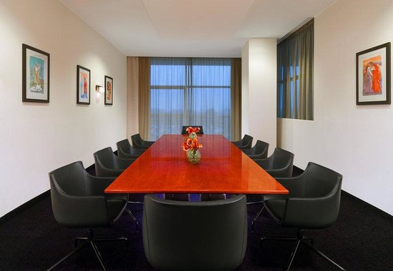 Sheraton Milan Malpensa Airport Hotel & Conference Centre: Club Meeting Room Boardroom