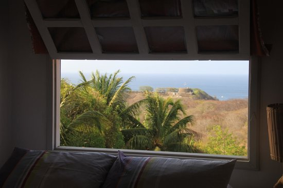 Alto Mar Guest House : Vista da janela do quarto