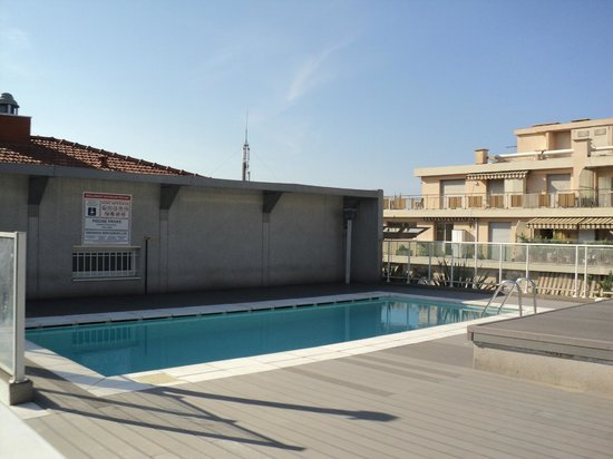 Hipark Design Suites Nice: Pool am Dach