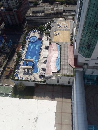 The Berkeley Hotel Pratunam: pool on the eleventh floor