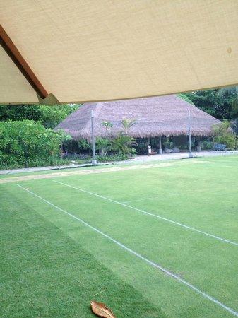 Nikoi Island : The tennis court and the kids club