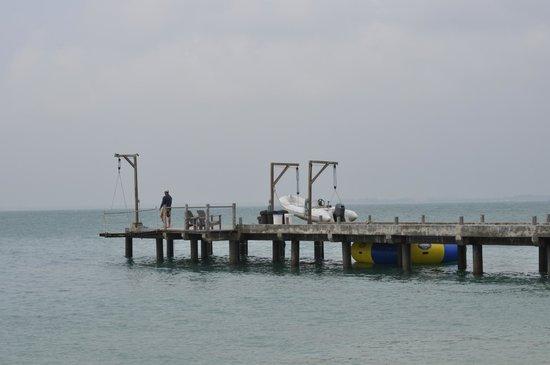 Nikoi Island : The pier