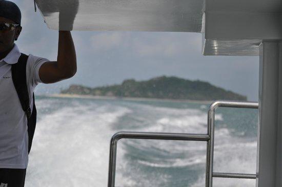 Nikoi Island: Boat ride