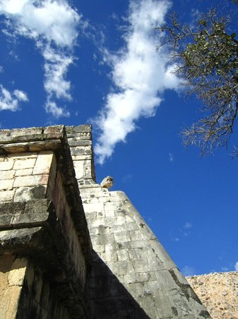 Riviera Adventours : Blue Sky at Chichen Itza