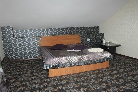 London House Hotel: 3-Х  семейный номер