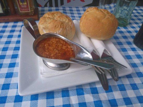 Bar Central El Chiringuito de Yolanda: Lo primero en llegar a la mesa ;)