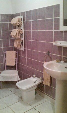Hotel Reves d'Ocres : Просторная ванная комната