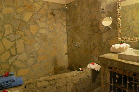 Natura Cabana Boutique Hotel & SPA: Shower at Caracol