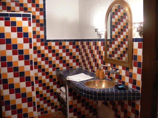 Dar Ness: Bagno con doccia