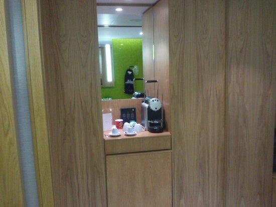 EPIC SANA Algarve Hotel: Hay una cafetera nespresso en la habitacion
