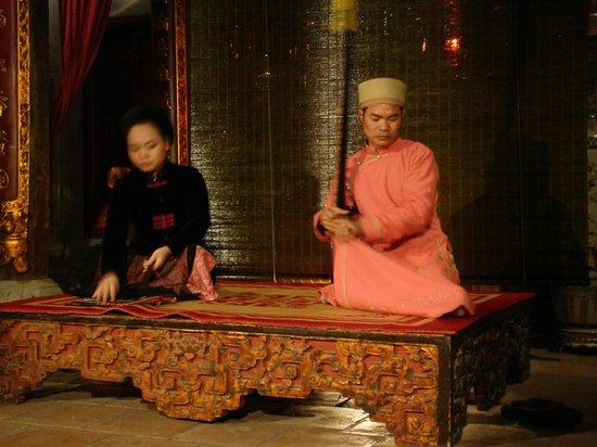 Thang Long Ca Tru Guild: Unique Instruments