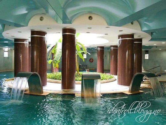 Balcova Termal Otel: One of the indoor pools