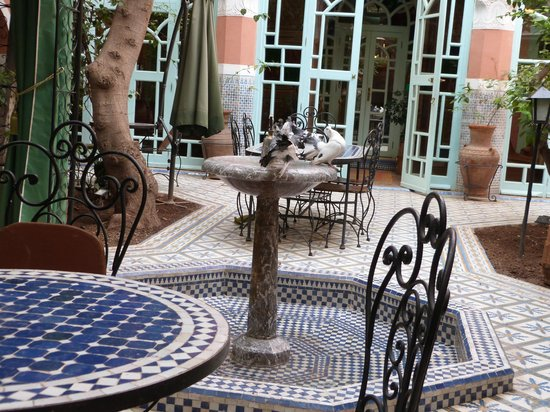 Riad Catalina : Part of the courtyard