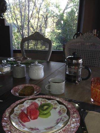 Casa Piedra Bed & Breakfast: breakfast room