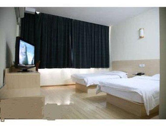 Super 8 Hotel Qingdao Gold Beach Chang Jiang LU: Two Twin Bed Guest Room