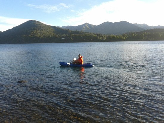 Peninsula Petit Hotel: Remando en el kayak que te prestan