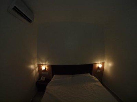New Winner Hotel : 部屋の中に入ると悪臭が気になったがすぐに慣れた