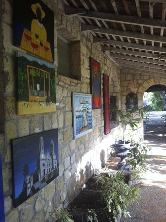 Harmony Hall Italian Restaurant : il patio dinanzi alla galleria
