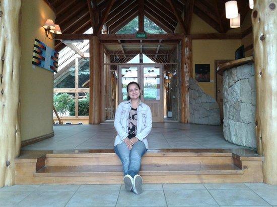 Peninsula Petit Hotel: Mi esposa en la recepción