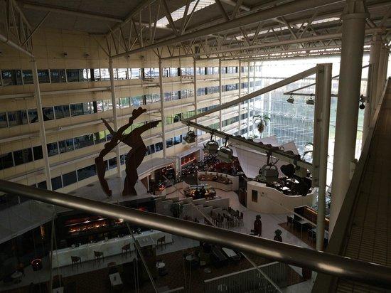 Hilton London Heathrow Airport : Huge lobby
