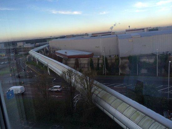 Hilton London Heathrow Airport : Tunnel to Terminal 4