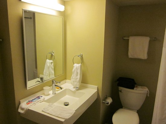 BEST WESTERN PLUS Condado Palm Inn & Suites: limited space