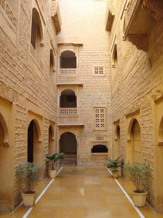 Narayan Niwas Palace: Rooms corridor