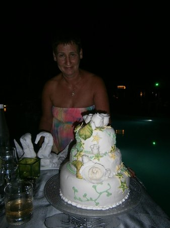 Veranda Palmar Beach: Birthday wedding cake from staff/head chief