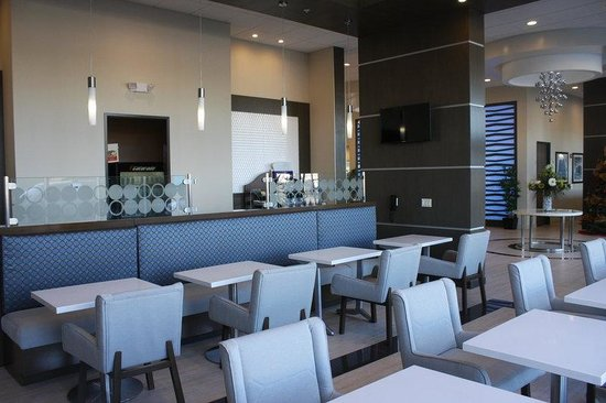 guest dining lounge picture of holiday inn express north. Black Bedroom Furniture Sets. Home Design Ideas