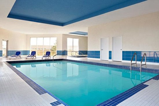 Four Points by Sheraton Edmonton Gateway: Pool